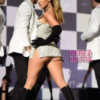 JLO performs 'Big Booty' on Fashion Rocks. You know I was shaking my ass with her lolz. JLO copying Ariana Grande Style